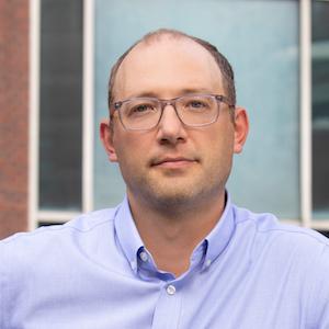 Daniel Schneider headshot